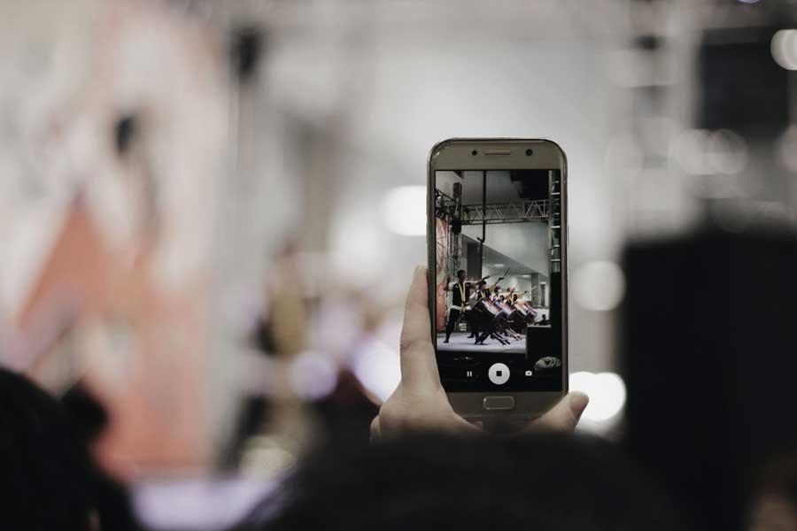 Comment réaliser une vidéo d'entreprise avec un smartphone ?